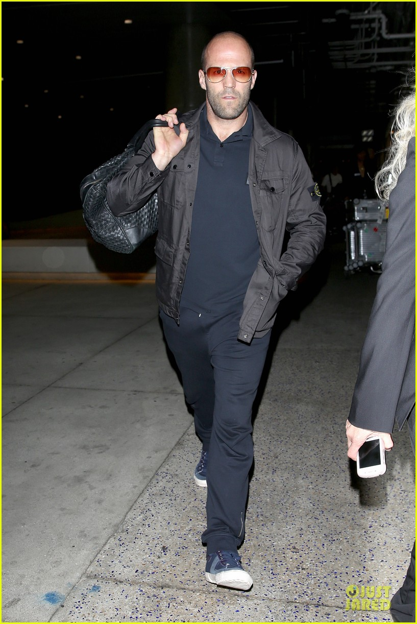 jason statham brings back barely anything to la 093130439