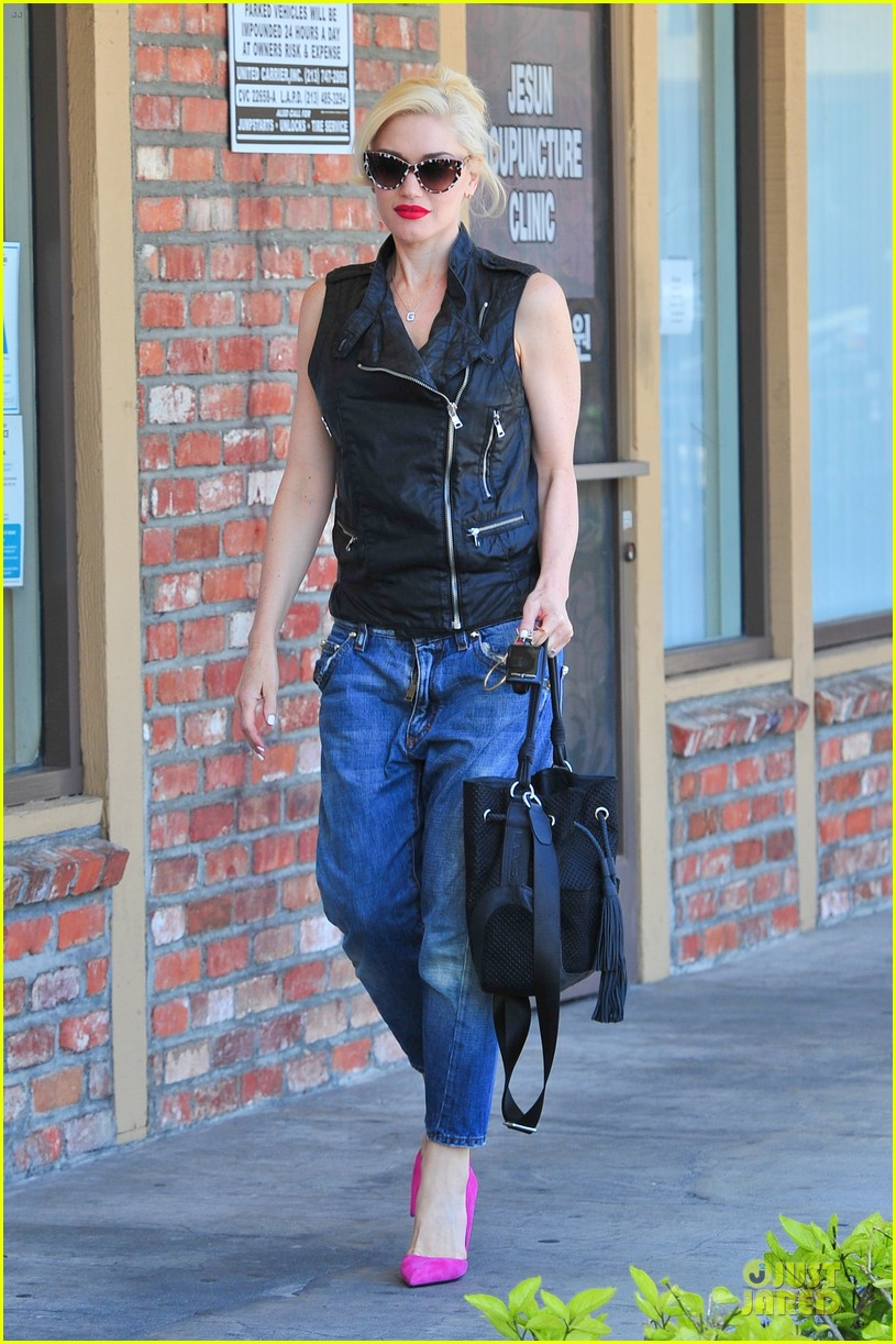 gwen stefani hot pink at acupuncture clinic 163130272