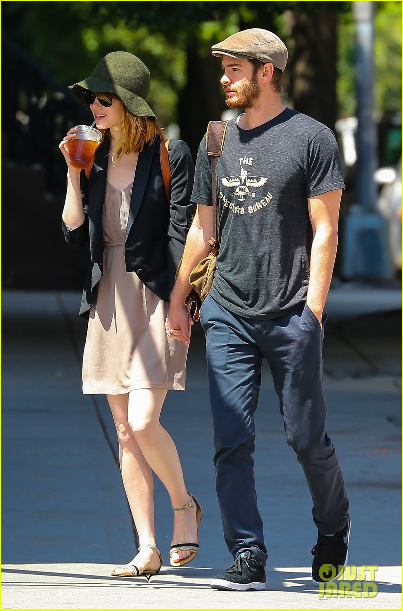 emma stone andrew garfield hold hands new york 13