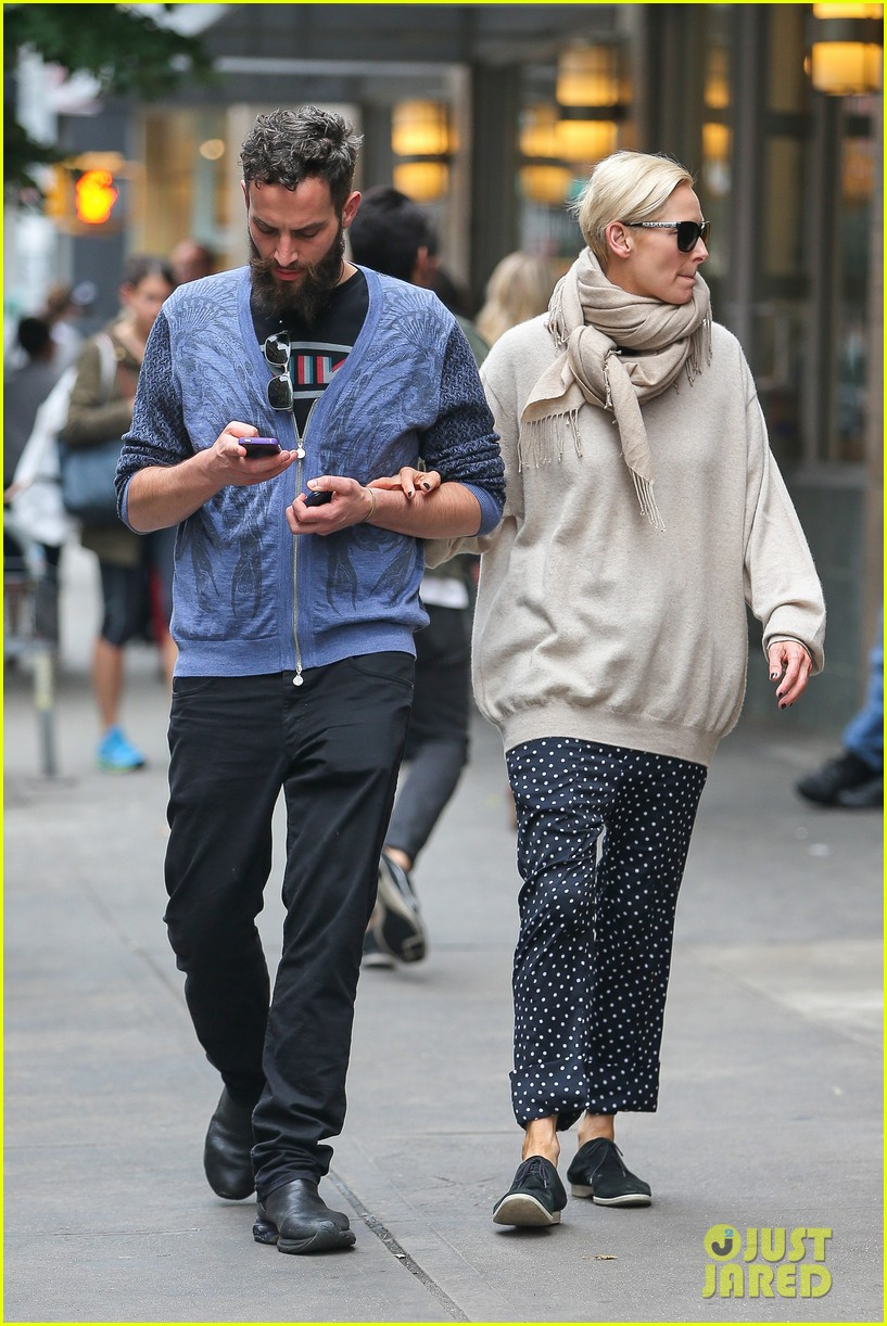 tilda swinton ditches her makeover for day out with sandro kopp 14