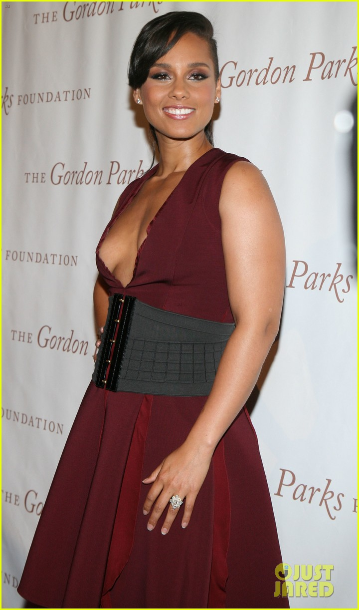 chrissy teigen alicia keys are dressed to the nines for gordon parks 06