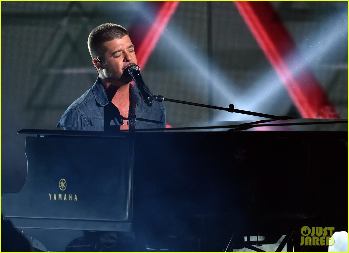 robin thicke bet awards 2014 023146505