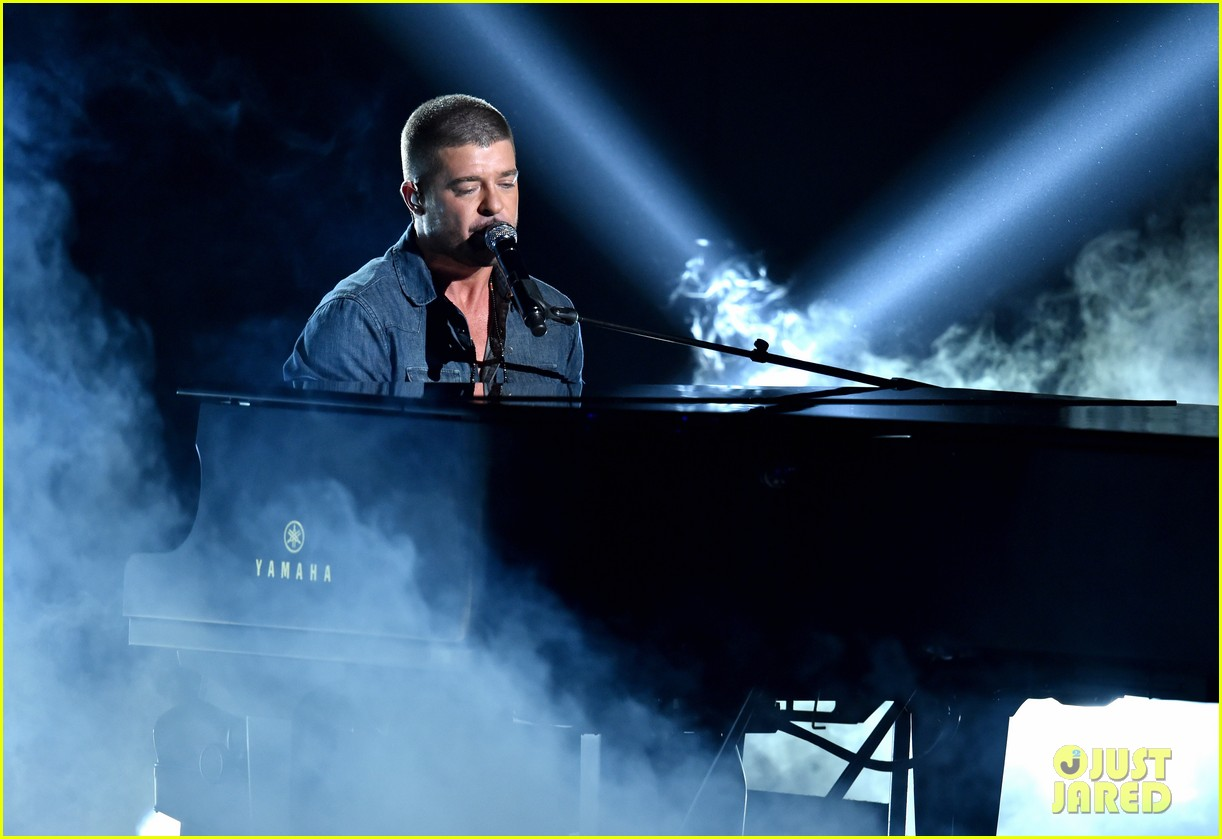 robin thicke bet awards 2014 05
