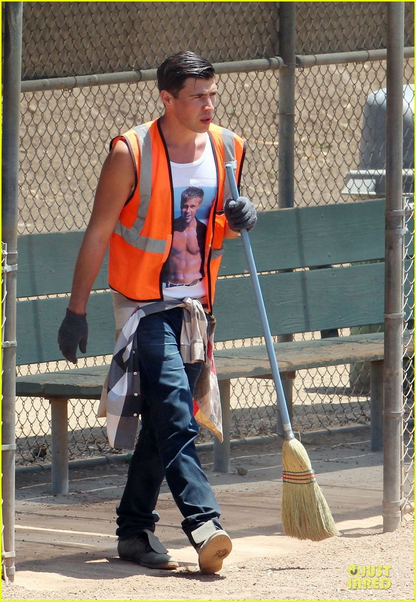 vatalii sediuk wears brad pitt t shirt to do community service 033133698