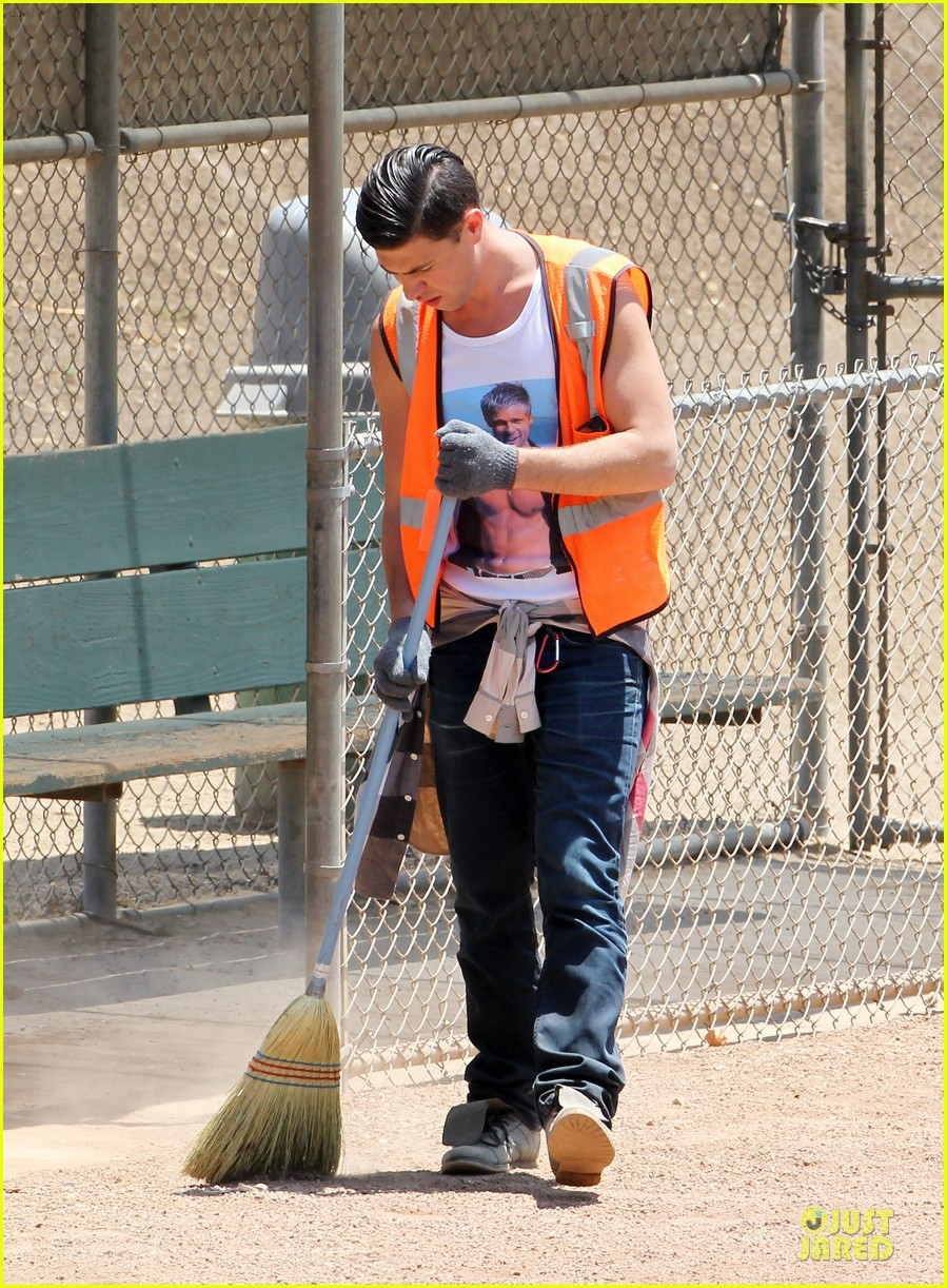 vatalii sediuk wears brad pitt t shirt to do community service 05