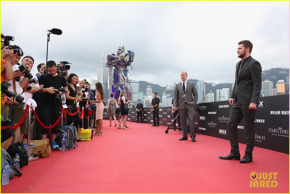 mark wahlberg jack reynor transformers 4 hong kong premiere 11