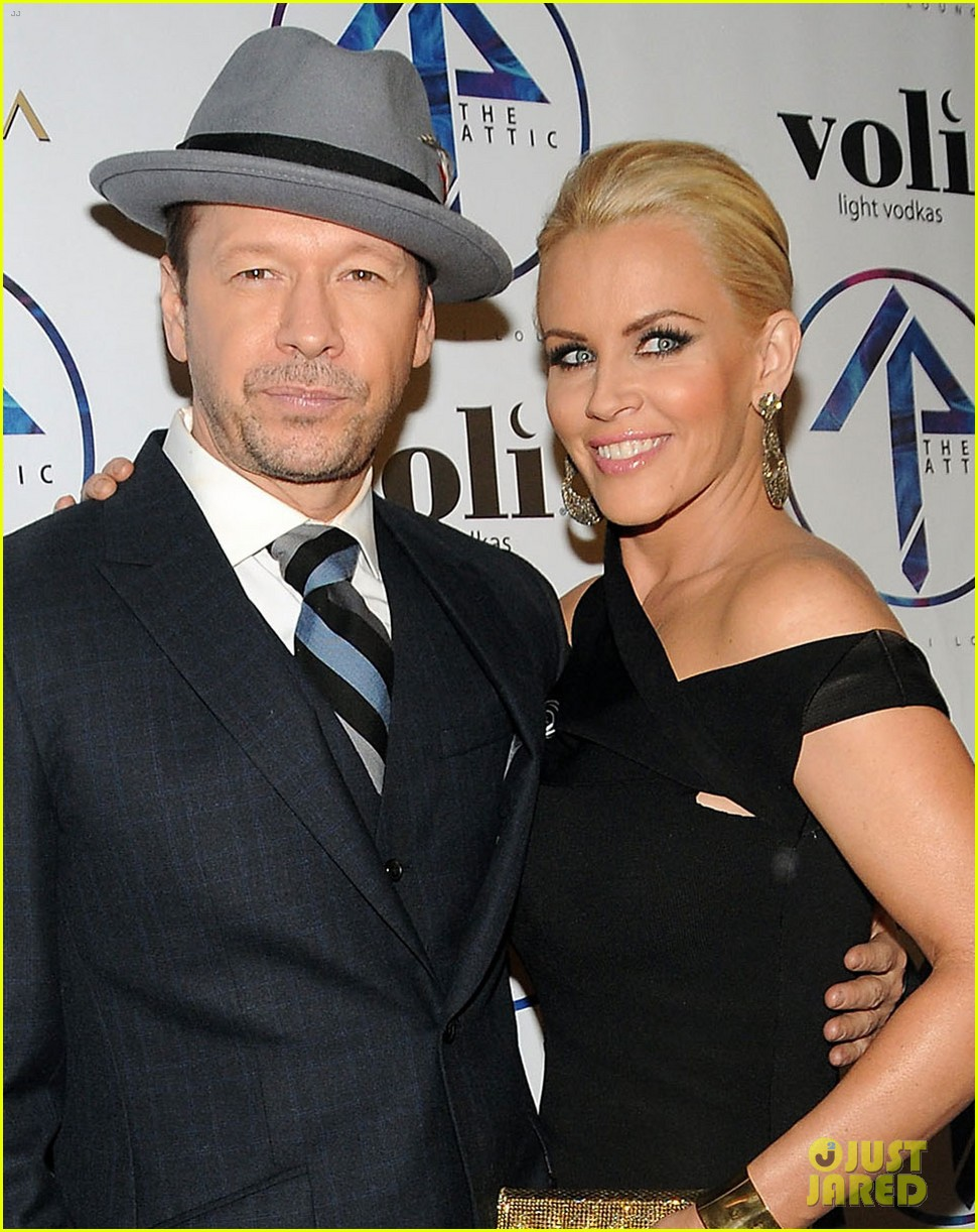 donnie wahlberg jenny mccarthy wedding wont be lavish 05