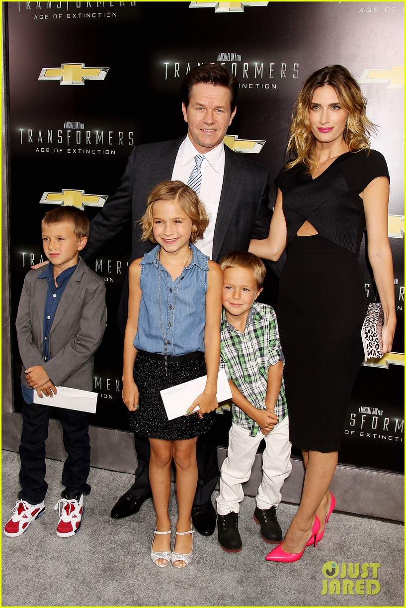 mark wahlberg brings the family to transformers nyc premiere 05