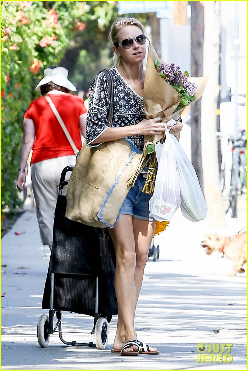 naomi watts is a flowery gal at the farmers apartment 10