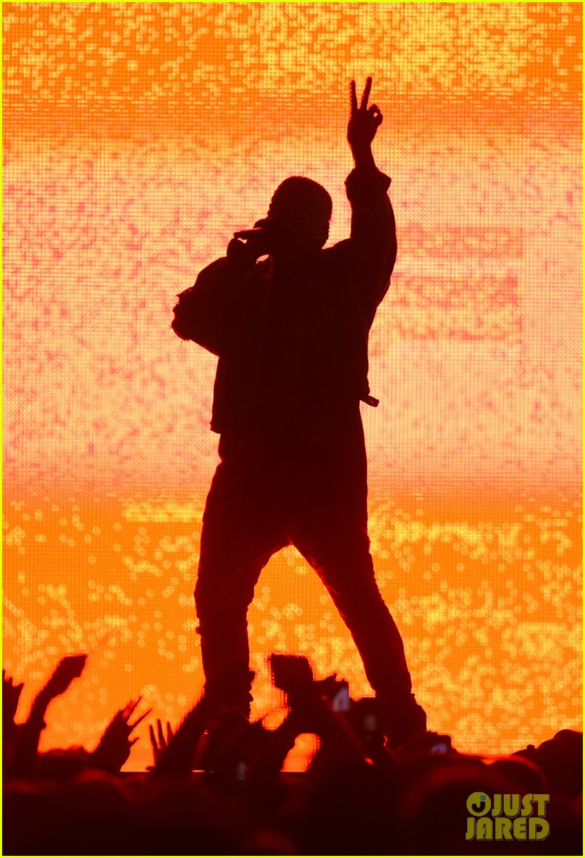 kanye west crazy rant at bonnaroo 04