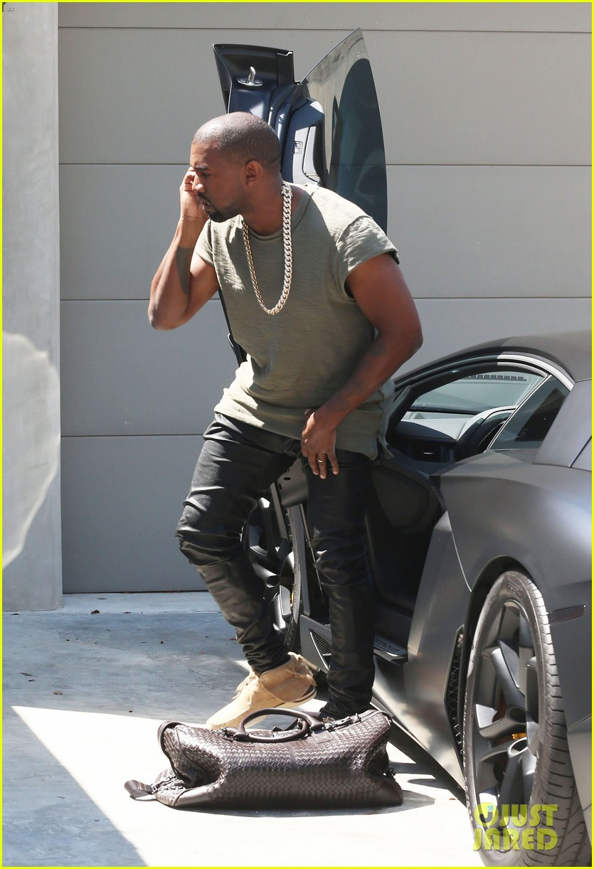 kanye west arrives home north birthday party 01