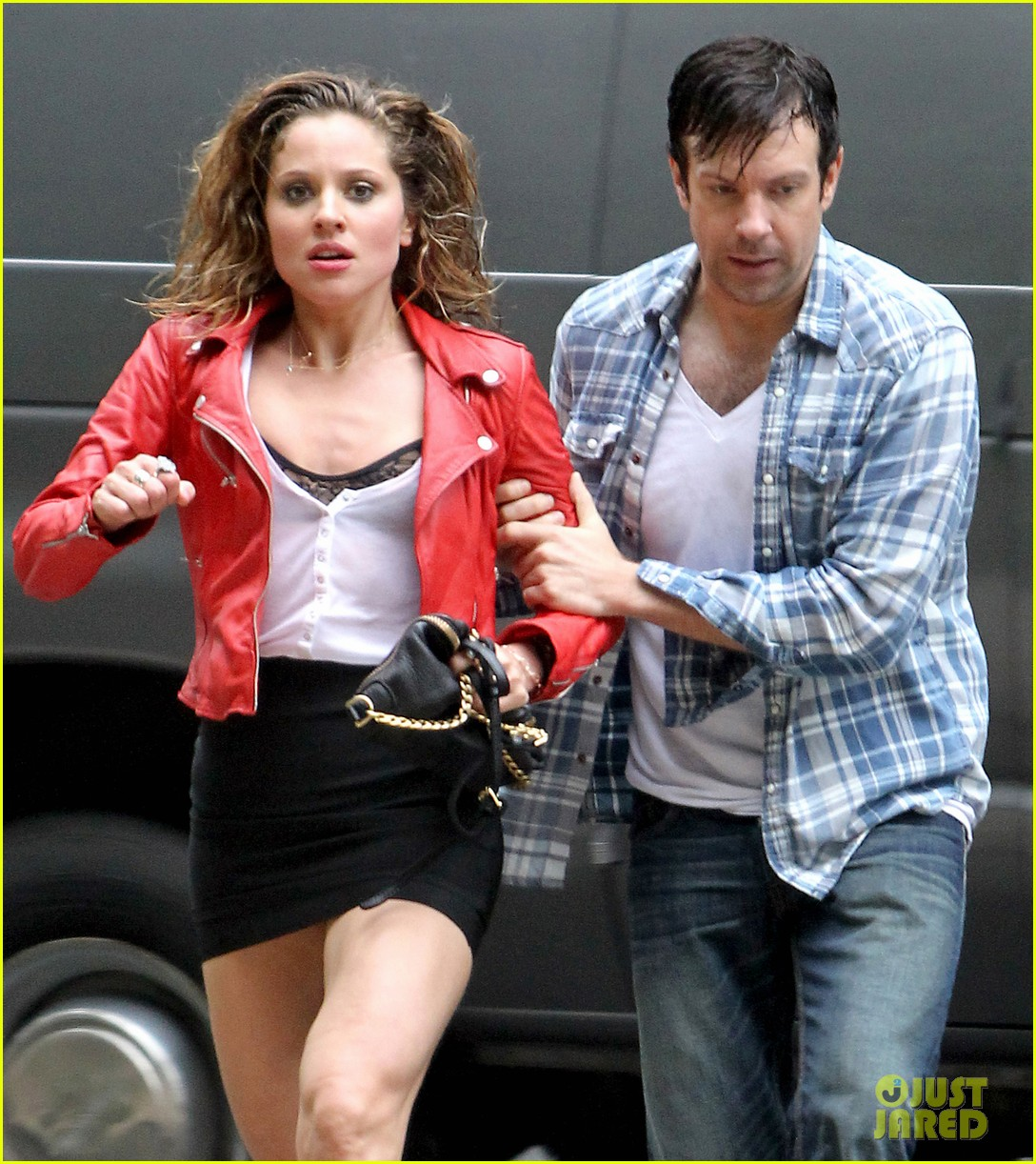 jason sudeikis margarita levieva get in physical fight 04