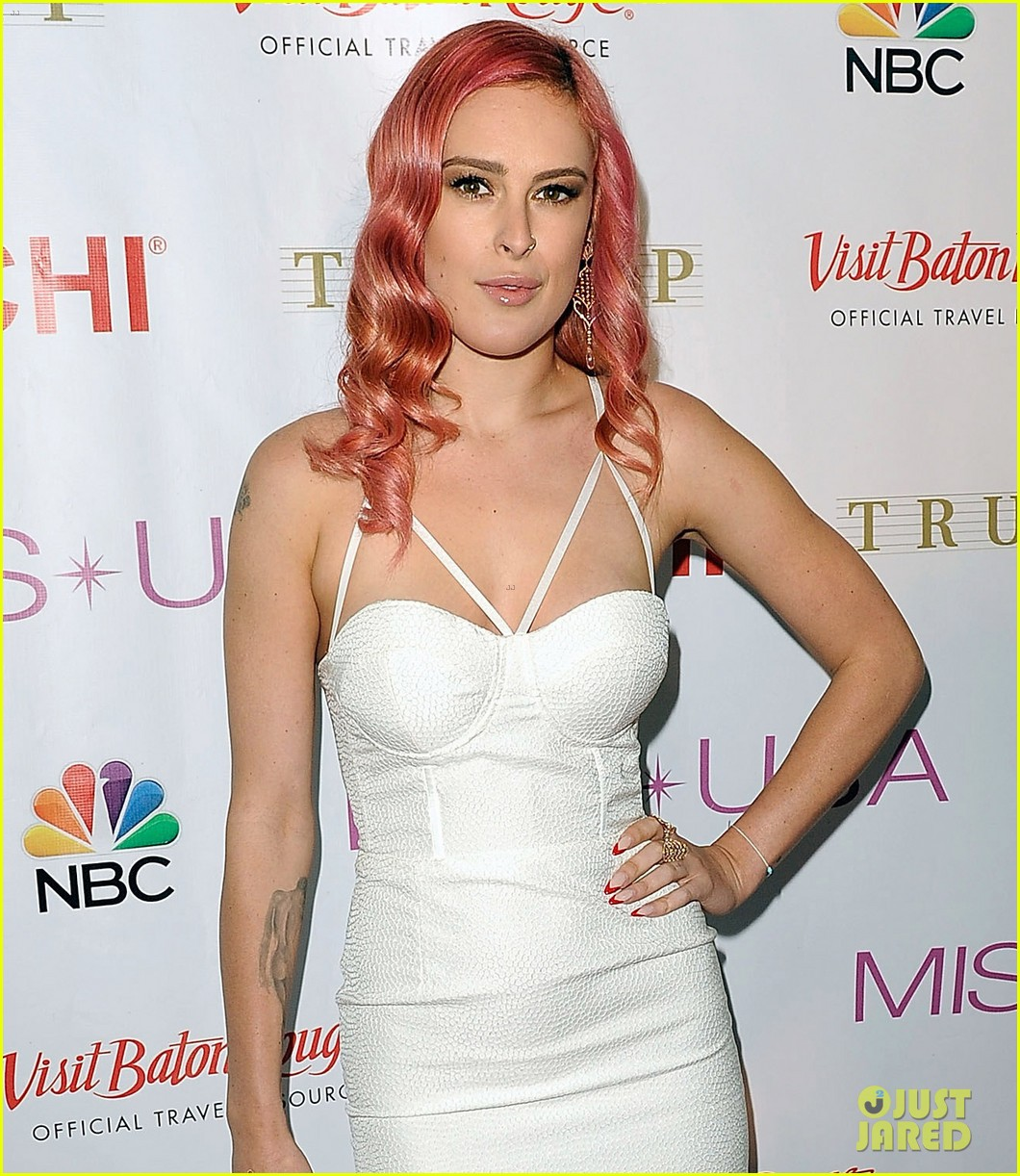 rumer willis is lovely in white for miss usa competition 2014 08