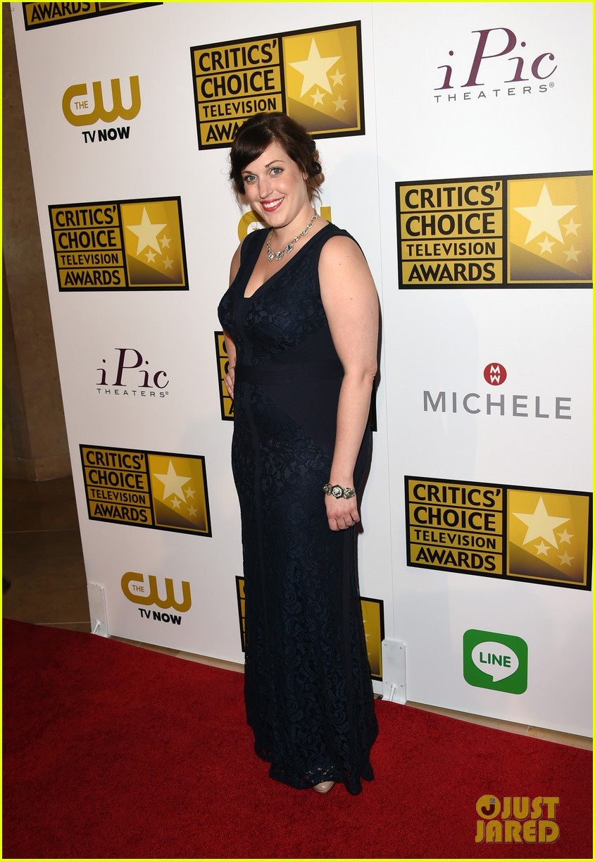 bellamy young wins at critics choice tv awards 2014 06