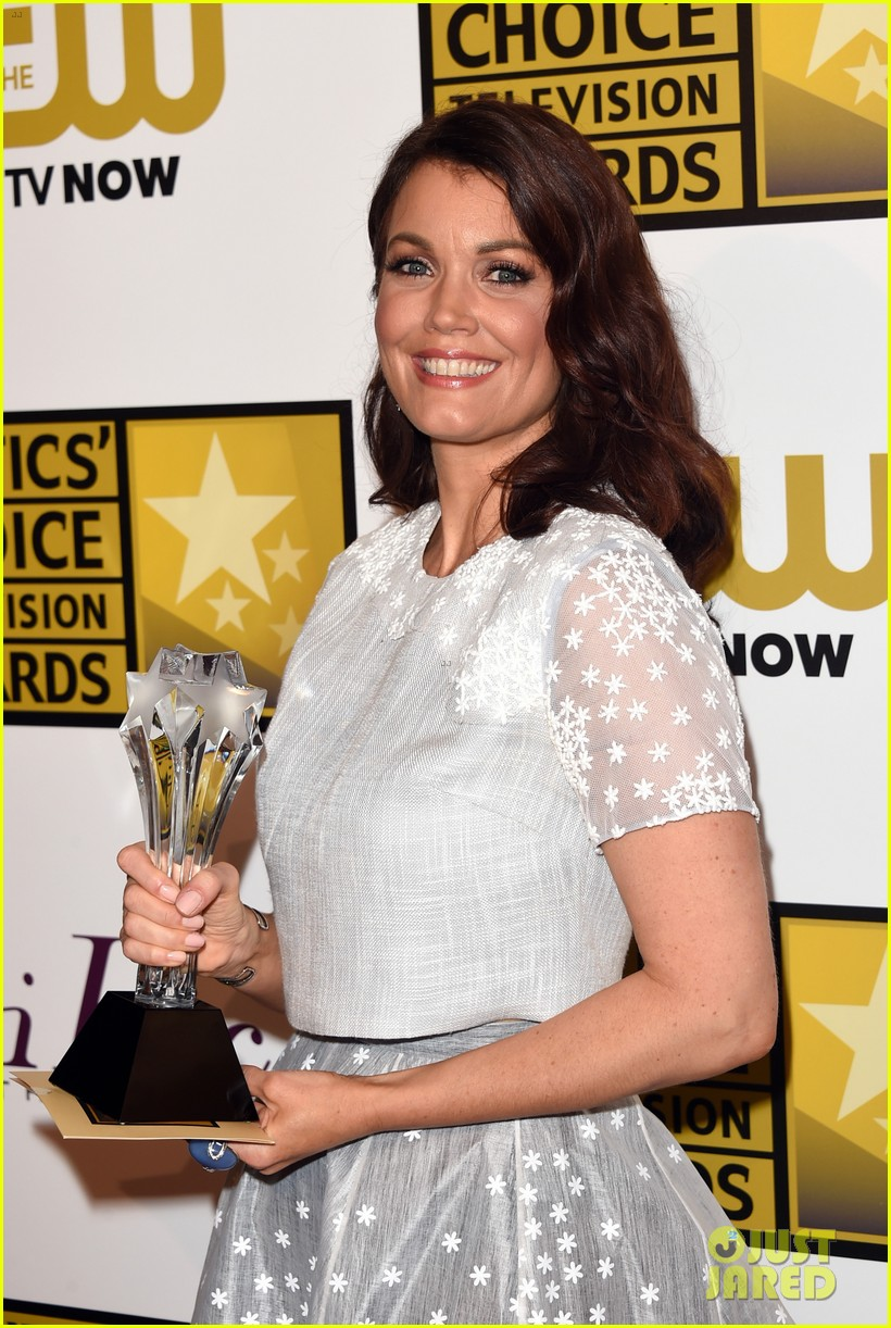 bellamy young wins at critics choice tv awards 2014 24