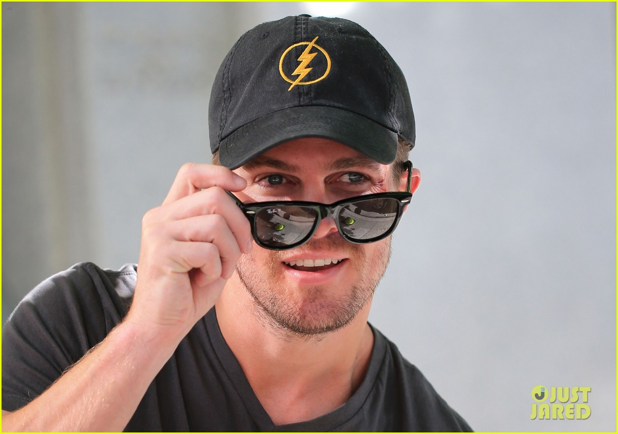 0a265ef7f34 Stephen Amell  Back on  Arrow  Set After Comic-Con Weekend  Photo 3166030