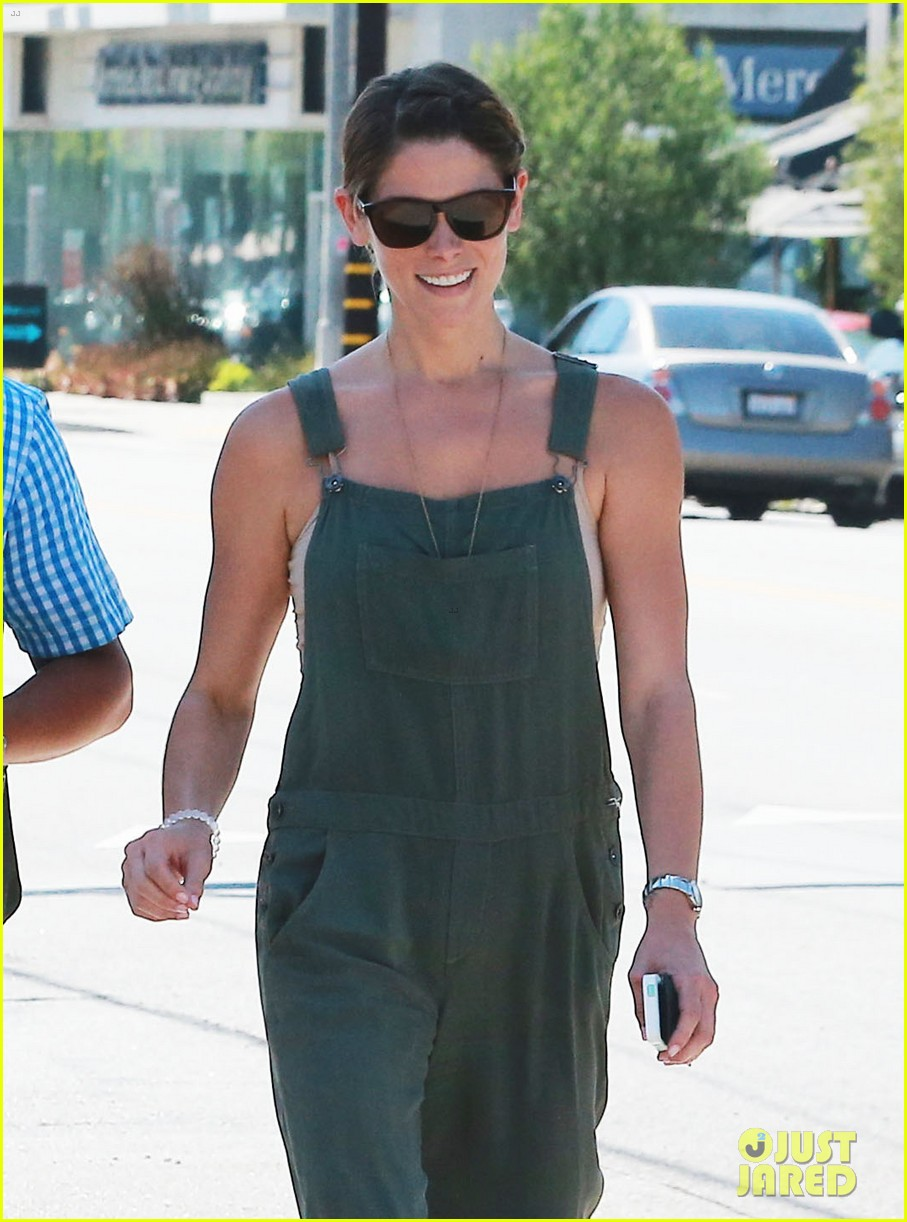 ashley greene wears overalls lunch 19