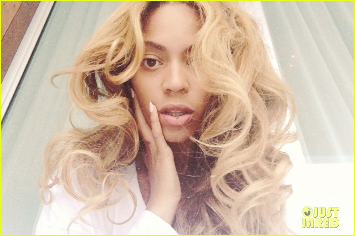 beyonce blue ivy get matching red manicures 013149060