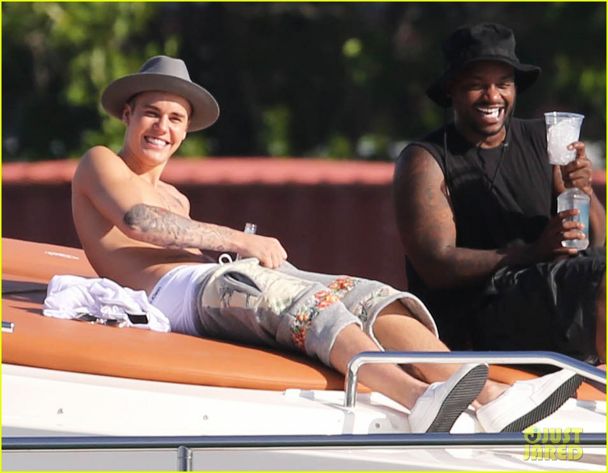justin bieber shirtless yacht miami 18