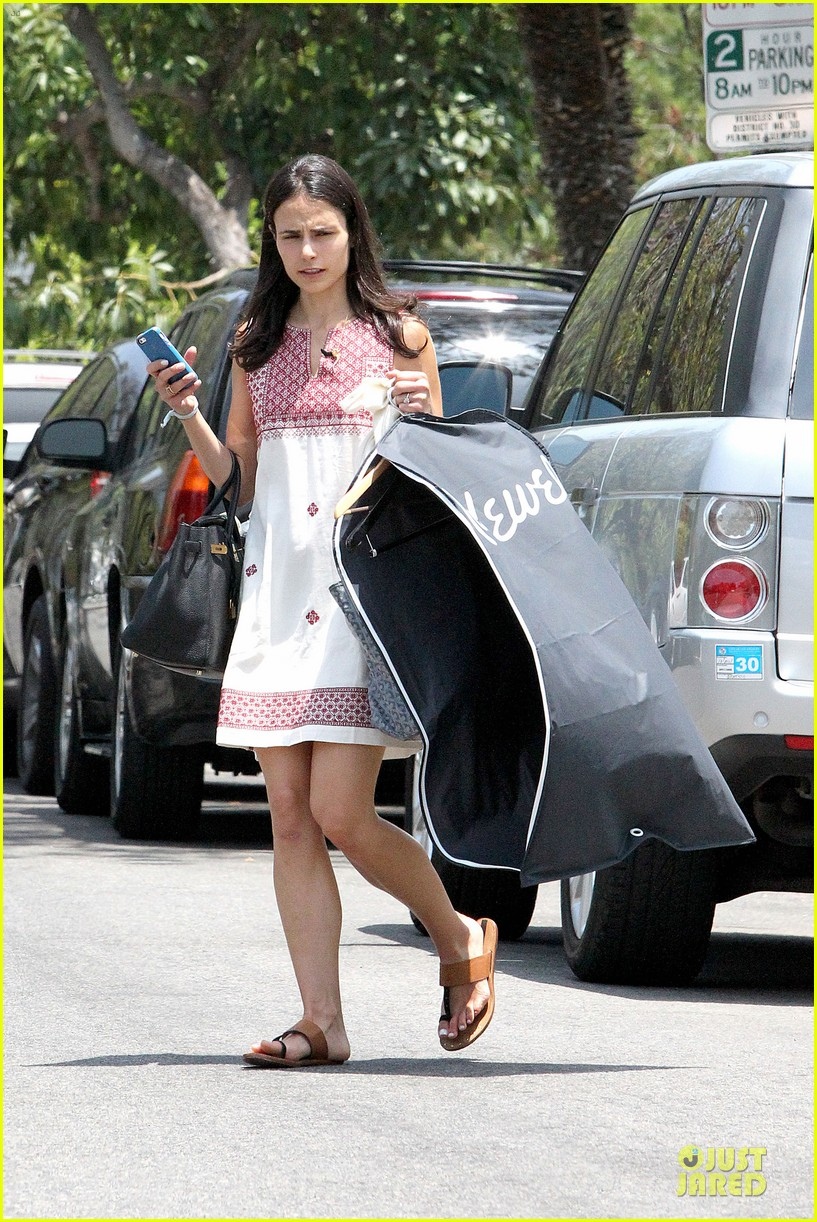 jordana brewster latest babe to adopt overalls 053147226