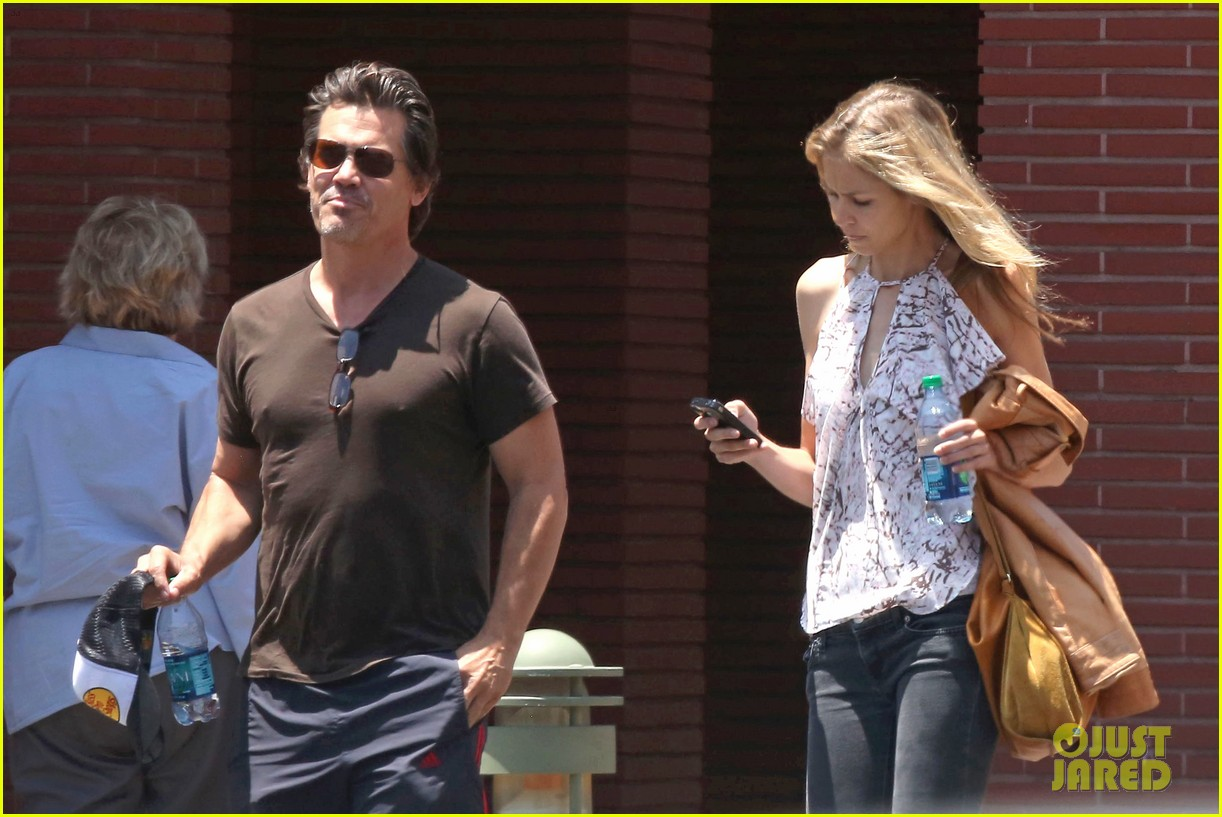 josh brolin girlfriend kathryn boyd run errands together in the valley 05
