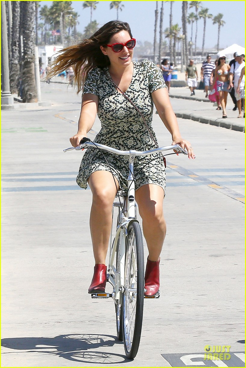 kelly brook david mcintosh goes shirtless on venice bike ride 093152029