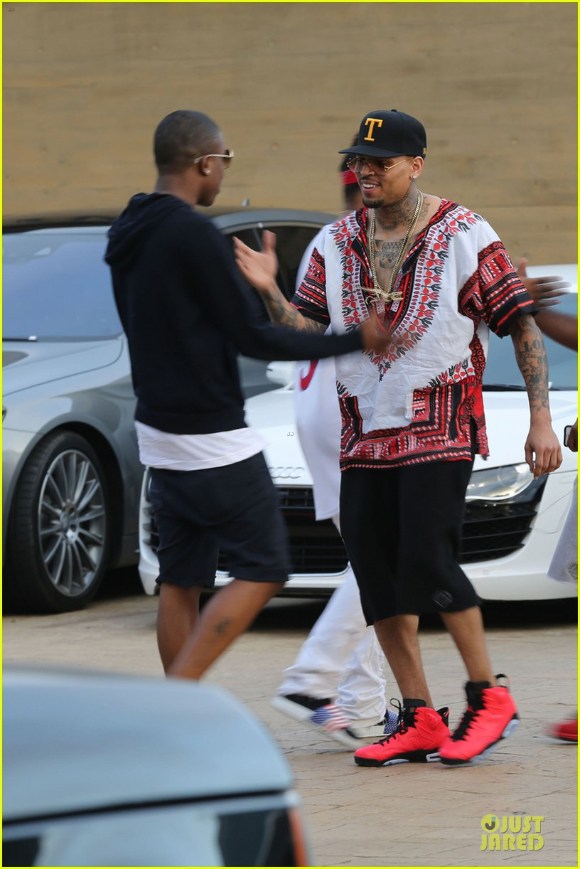 chris brown karreuche tran celebrate july 4th together in malibu 01