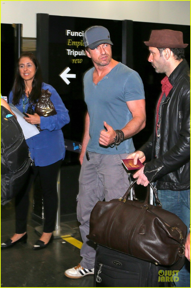 gerard butler jet to belo horizonte for fifa world cup 05