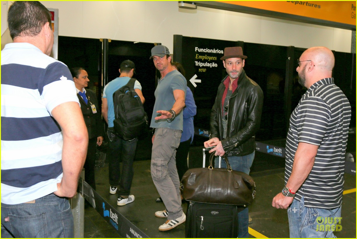 gerard butler jet to belo horizonte for fifa world cup 09