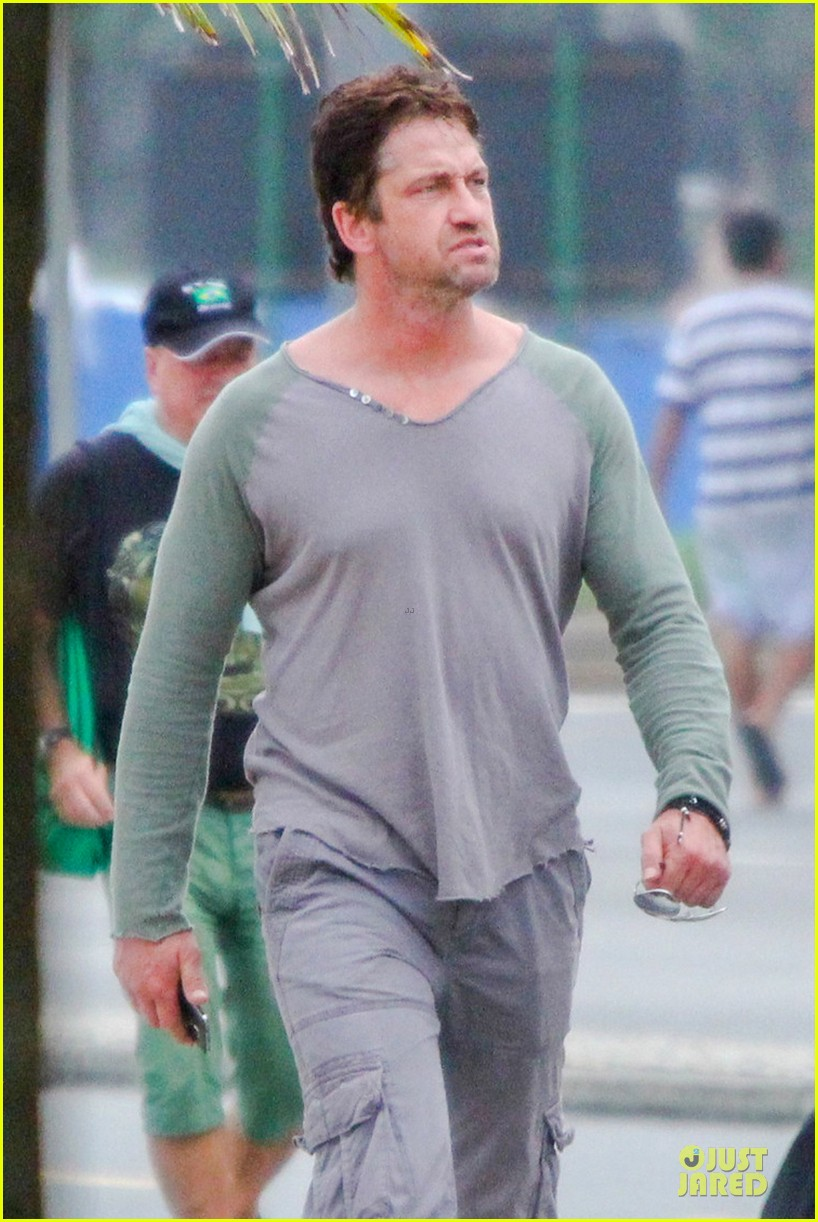 gerard butler enjoy brazil before world cup final 04
