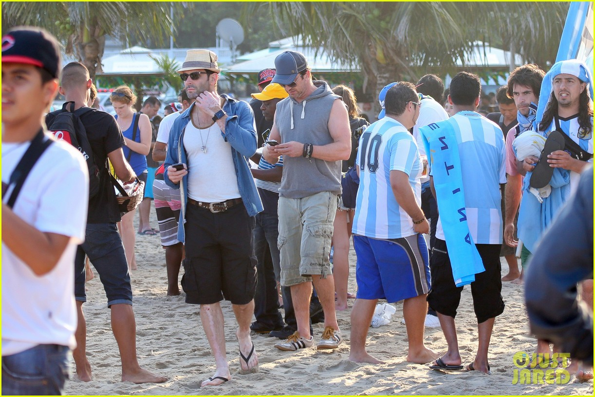 gerard butler beach sleeveless shirt brazil 14