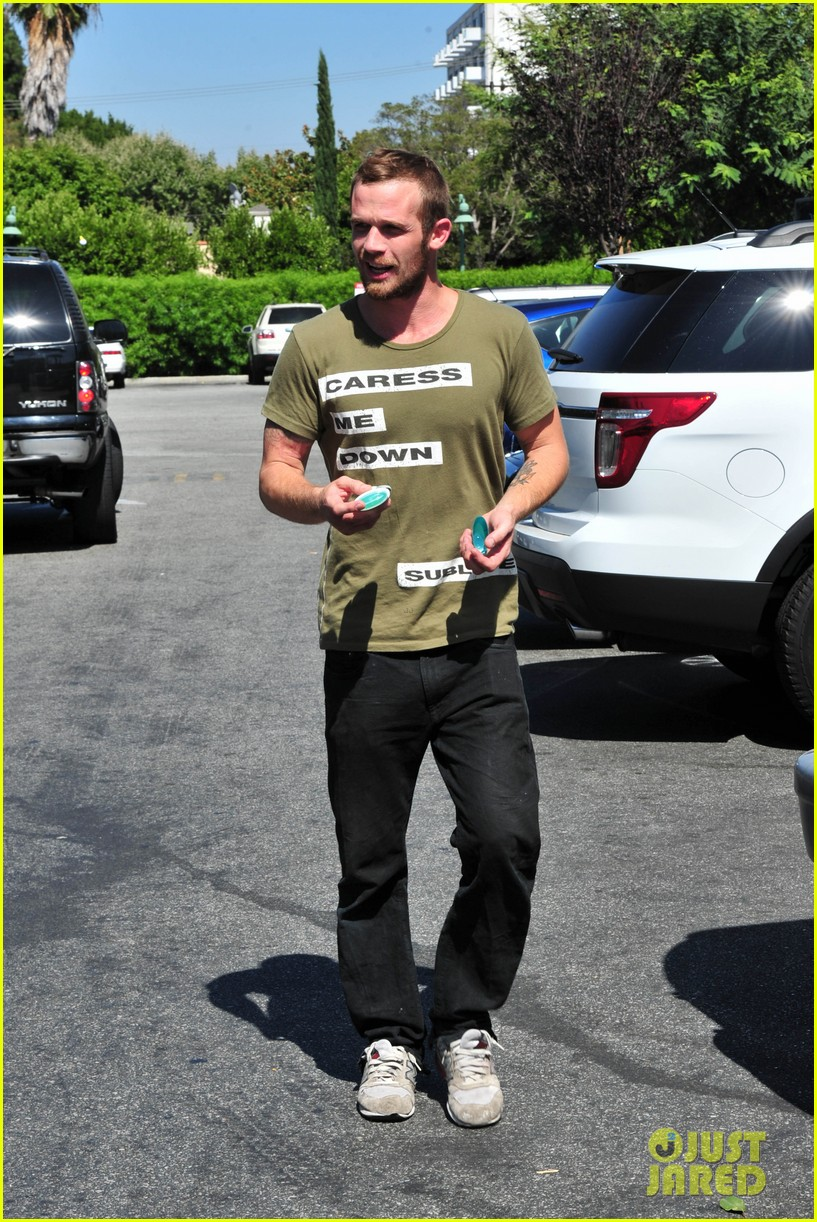 cam gigandet steps out after making controversial comments about oc 16