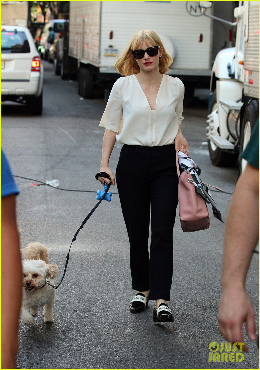 jessica chastain gets into character for a most violent year 05
