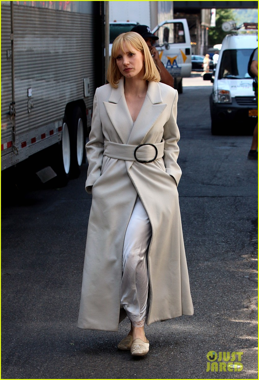 jessica chastain gets into character for a most violent year 09