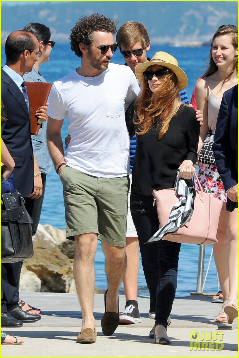 jessica chastain boyfriend gian luca wrap their arms around each other 15