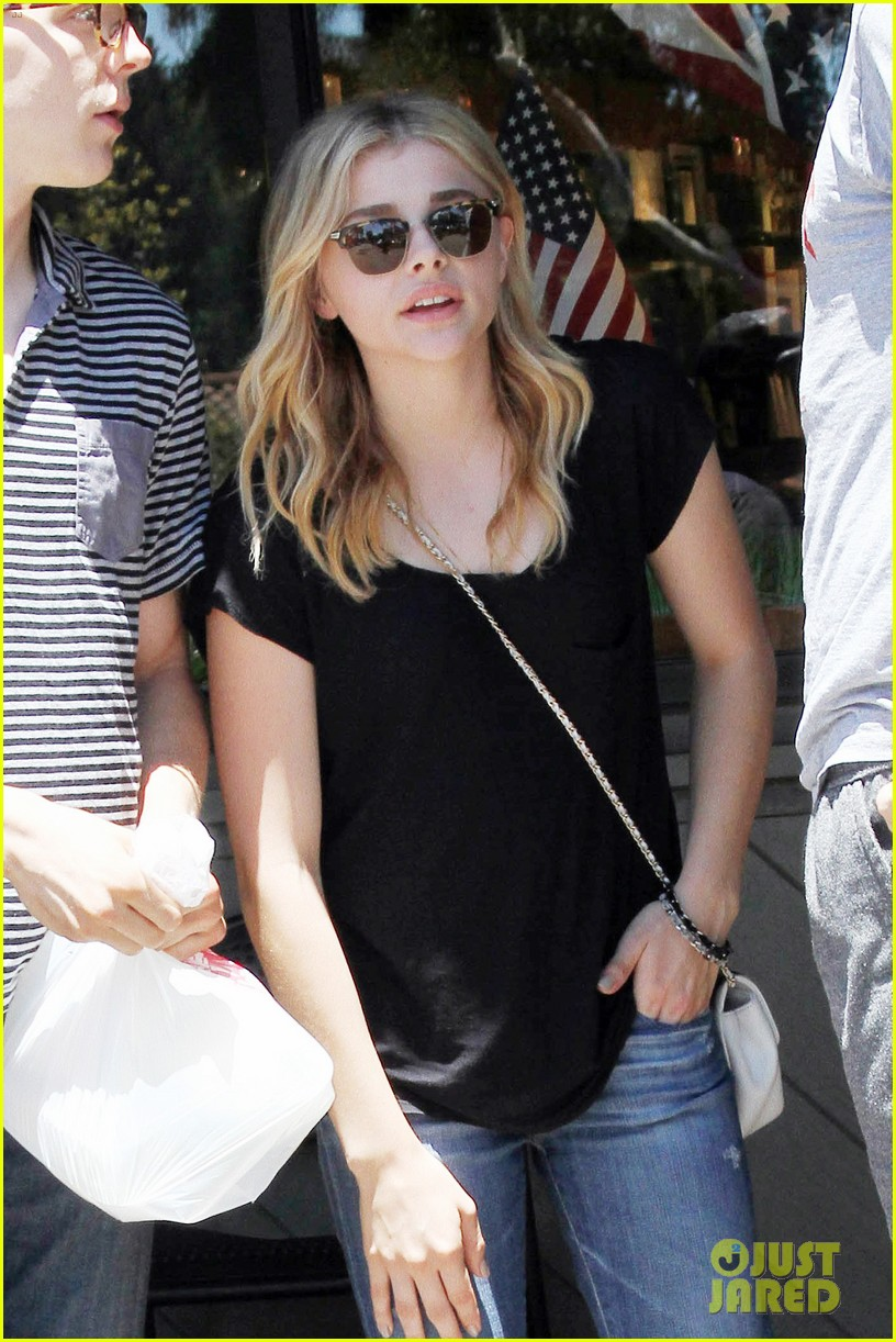 chloe moretz cheers on team usa world cup 02