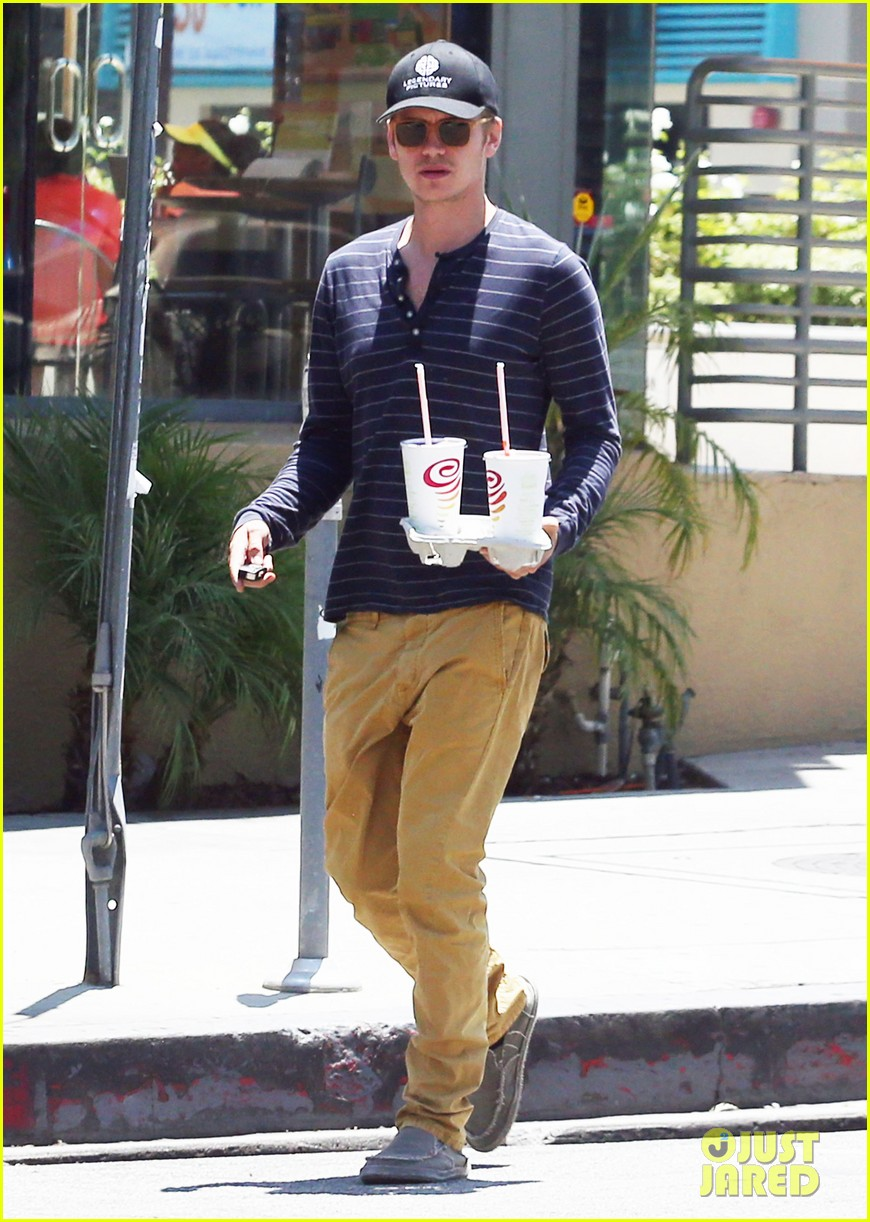 hayden christensen drops by jamba juice smoothies for two 013153291