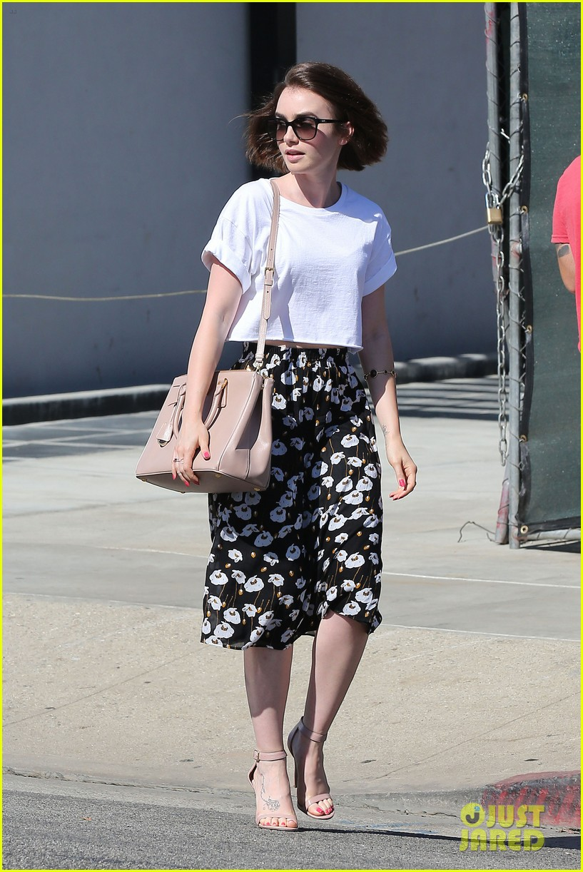 lily collins salon stop before holiday 10