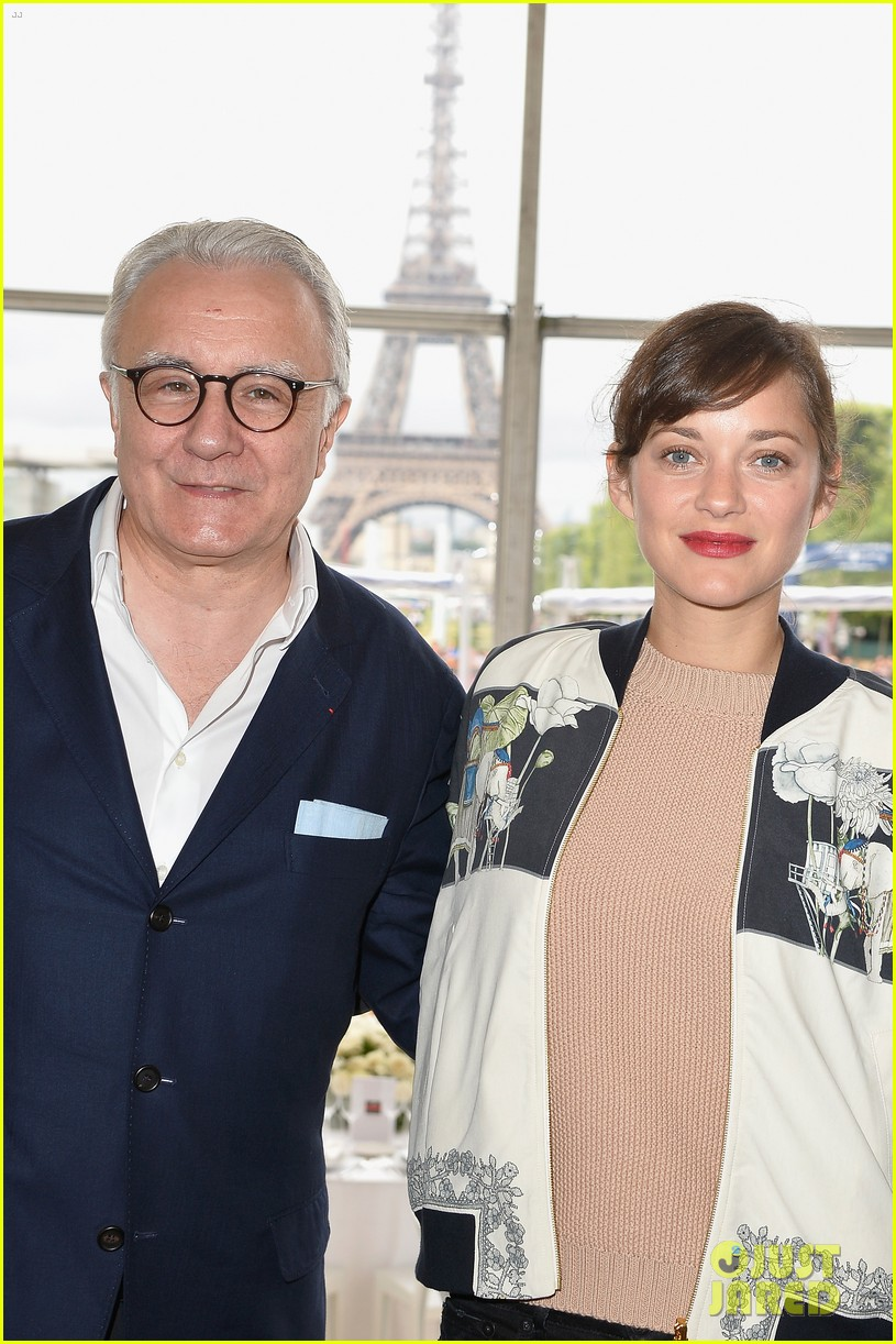 marion cotillard continues to support her horse jumping man 12