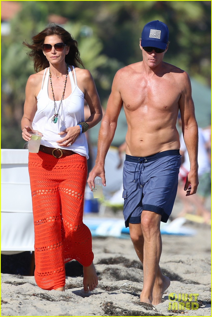 cindy crawford rande gerber beach walk malibu 073150164