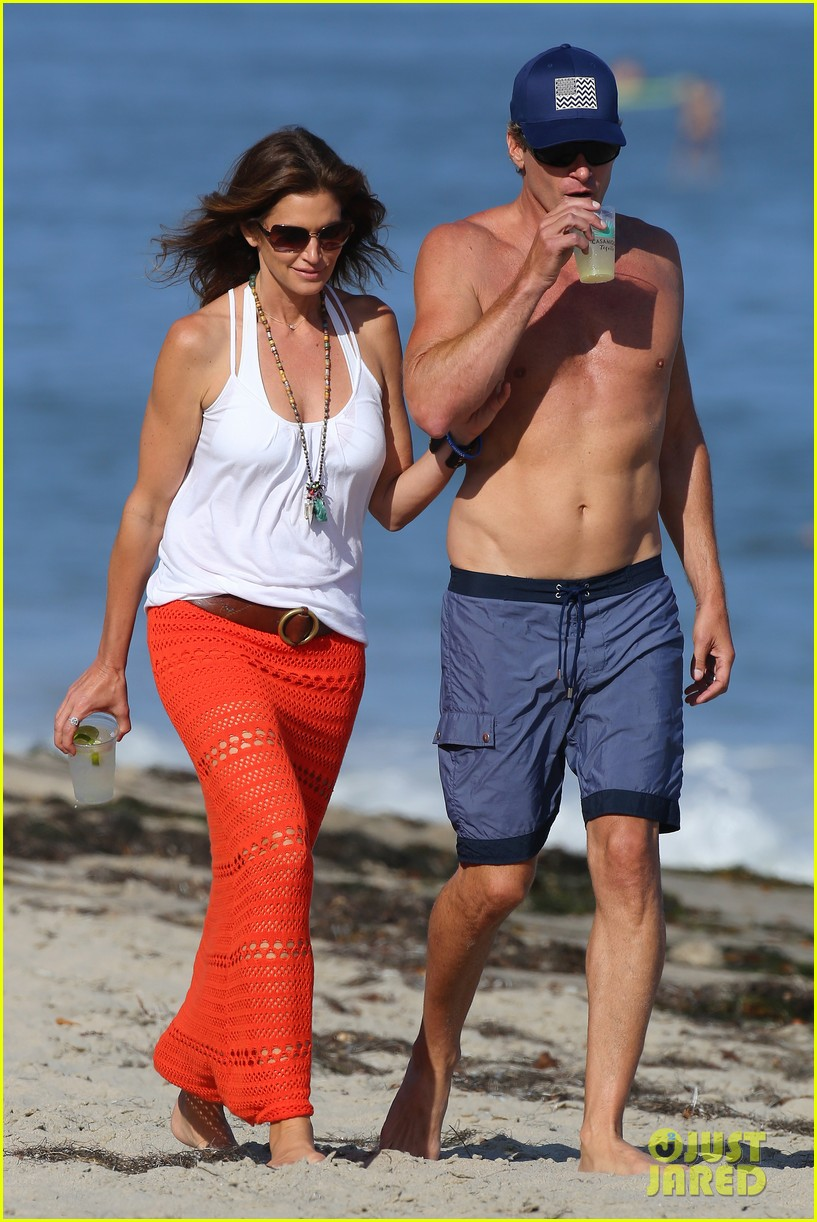 cindy crawford rande gerber beach walk malibu 103150167
