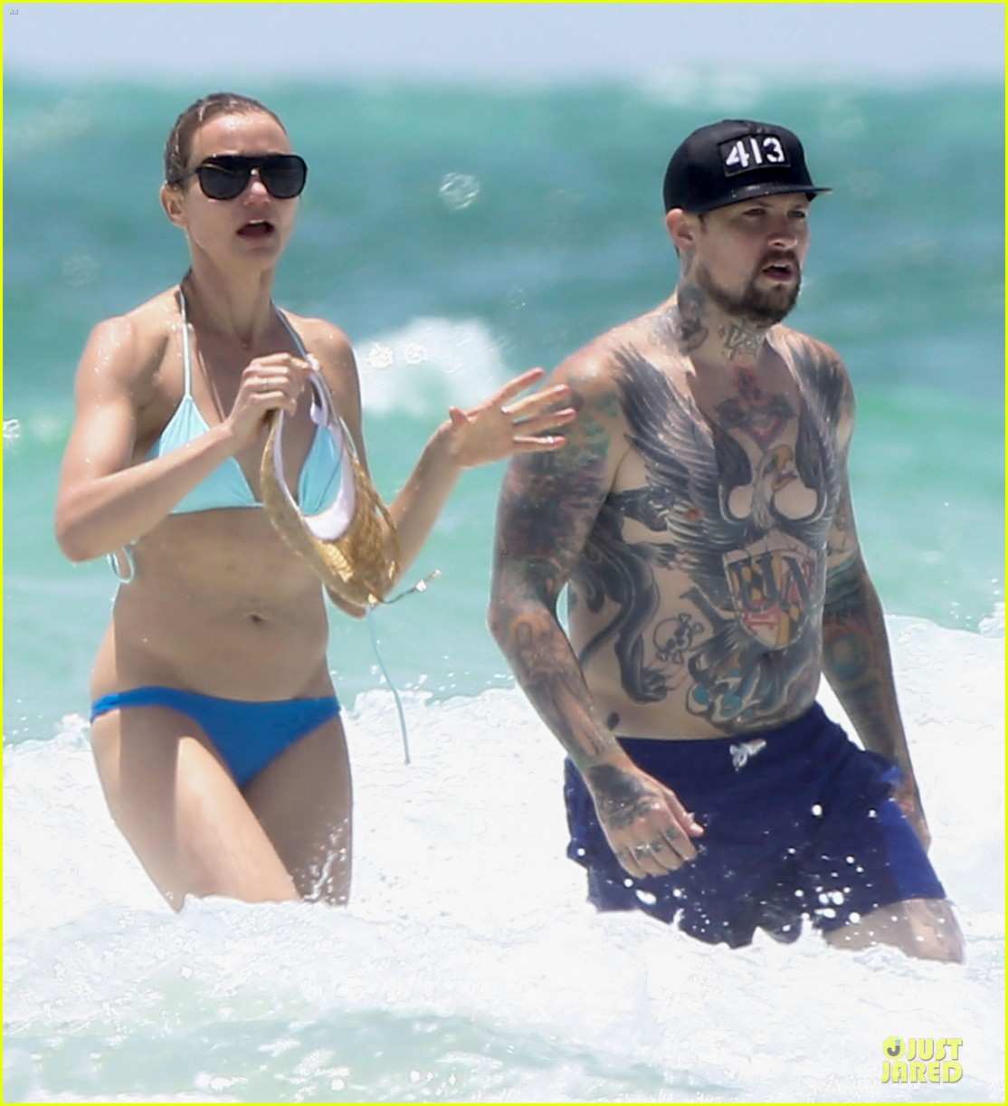 cameron diaz benji madden sparks fly at the beach 04