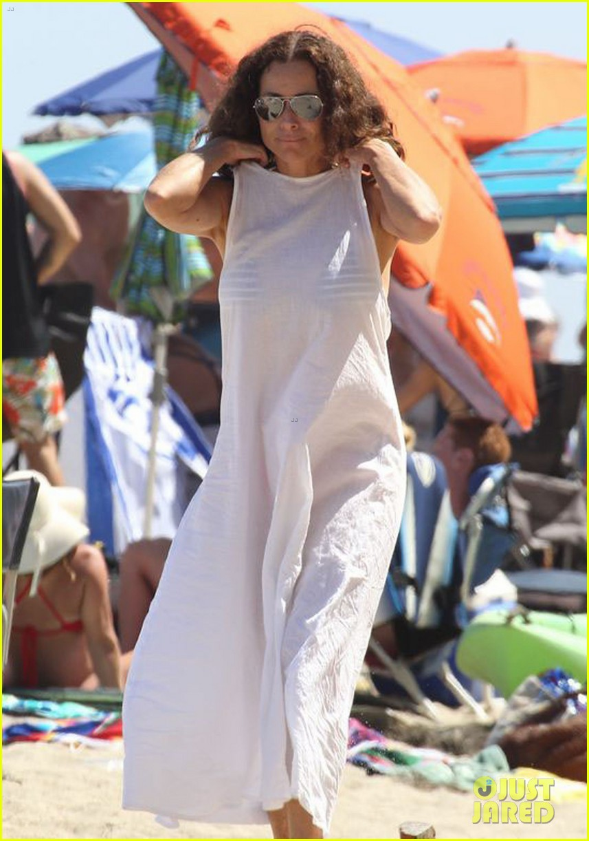 minnie driver spends the fourth of july at the beach 13