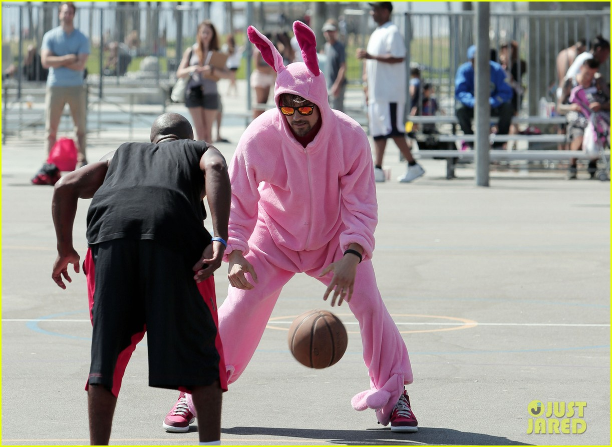 josh duhamel dresses up in giant pink bunny suit 06