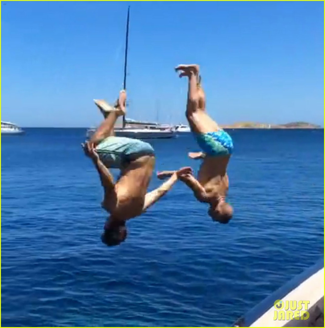 zac efron goes shirtless backflip off a boat 04