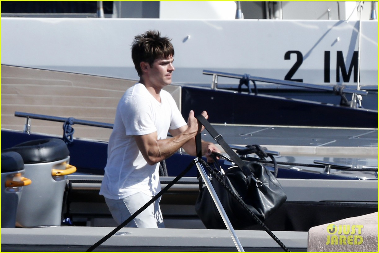 zac efron michelle rodriguez set sail together in porto cervo 133148192
