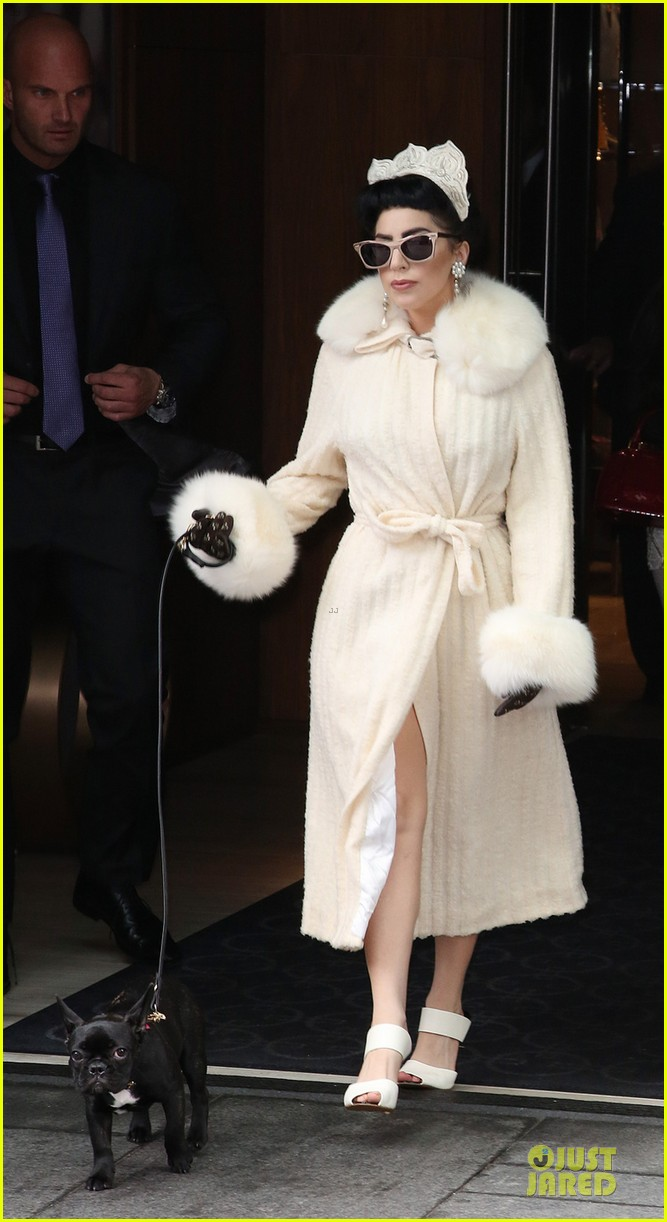lady gaga looks like royalty in toronto 01