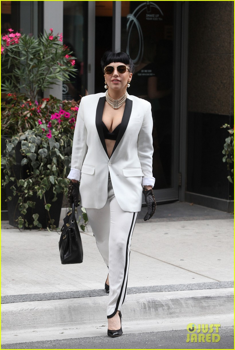 lady gaga spotted shopping at wedding dress store with mom 01
