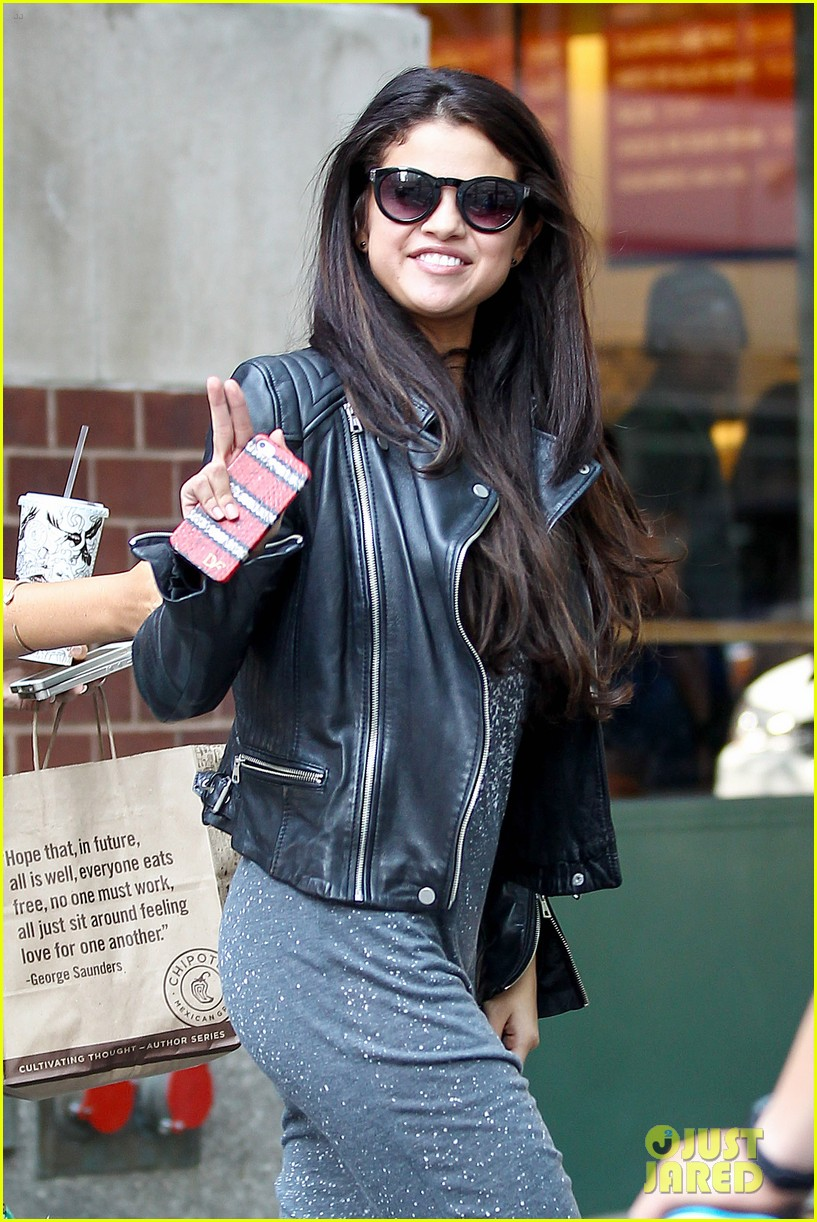 selena gomez chipolte lunch nyc 06