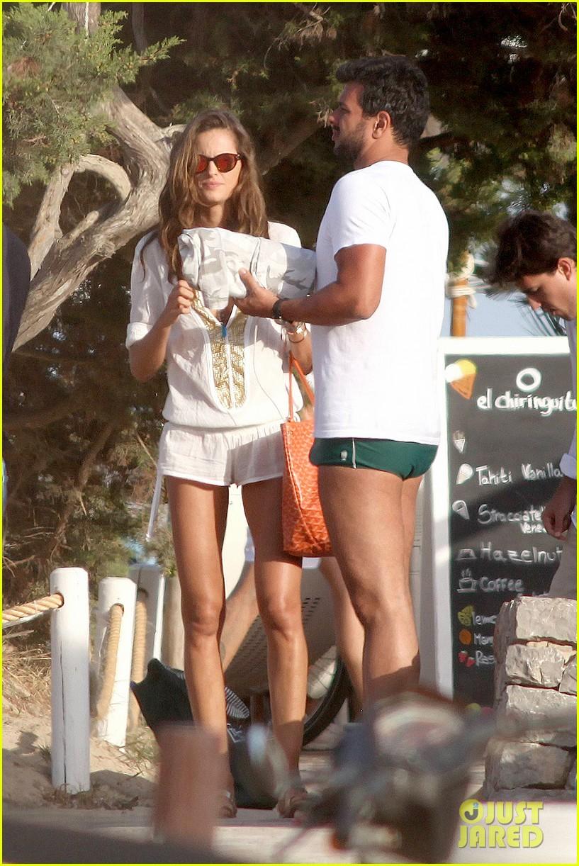 izabel goulart bikini boyfriend marcelo costa 30